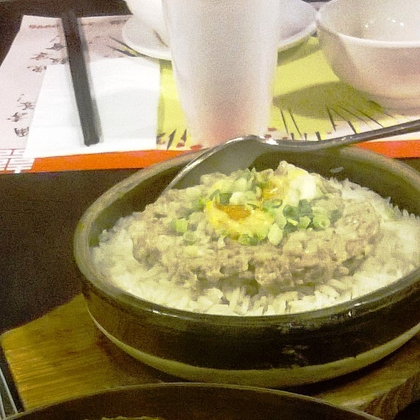 鹹蛋手剁肉餅蒸砵頭飯 Steamed Minced with Salted Egg over Rice on Pot