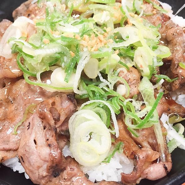 Garlic And Green Onion On Grilled Beef Bowl @ Tokyo Chikara Meshi