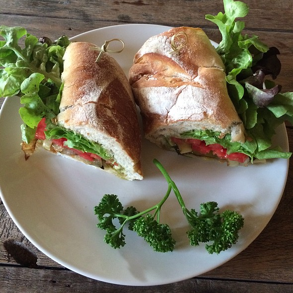 Grilled & Fresh Vegetables Sandwich