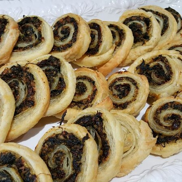 Spinach and Sun-dried Tomato Pinwheels