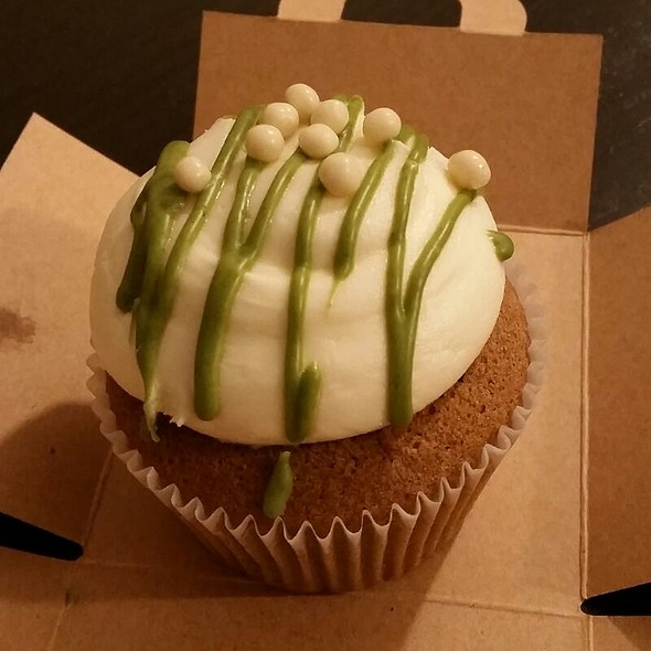 Green Tea White Chocolate Cupcake