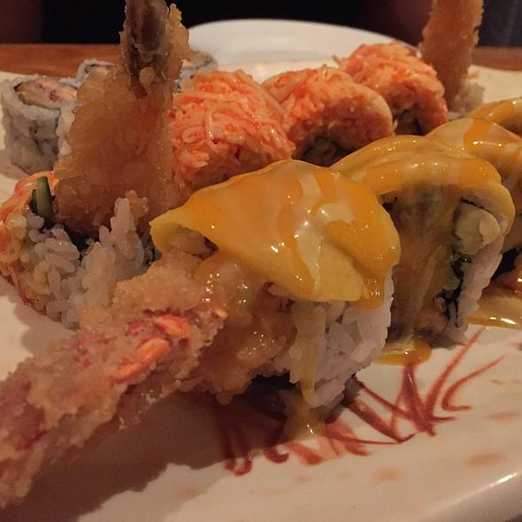 Lobster Mango Roll