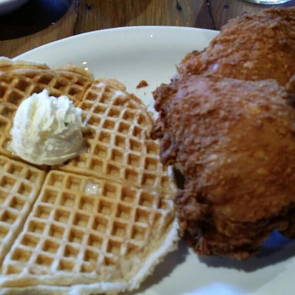 Lil Amadi @ LoLo's Chicken & Waffles