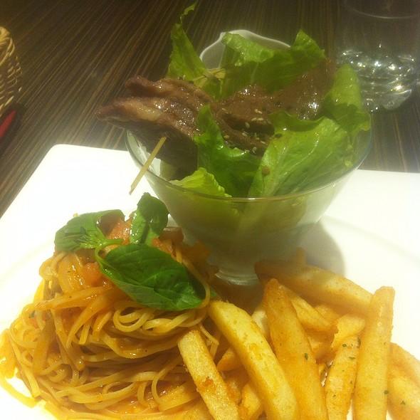 Warm Beef Salad With Spaghetti @ 日光寒舍咖啡洋食館