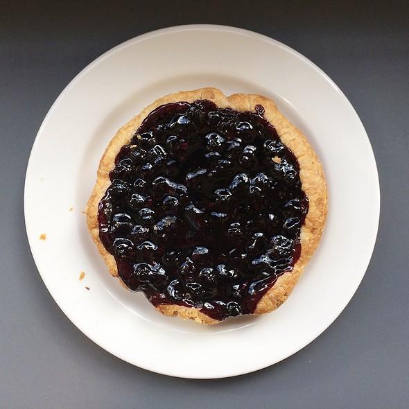 Mini Blueberry Pie @ Quantum Coffee