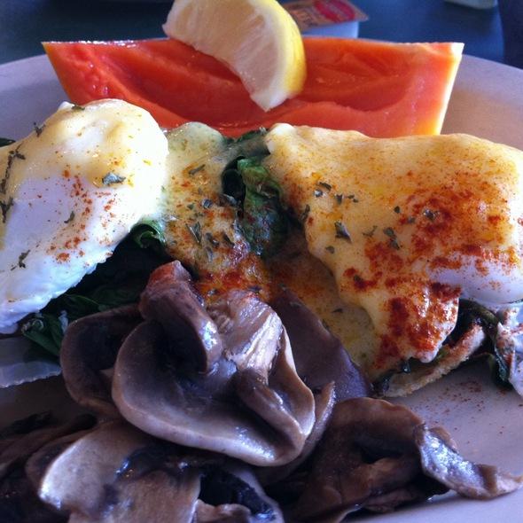 Eggs Florentine @ Ono Family Restaurant
