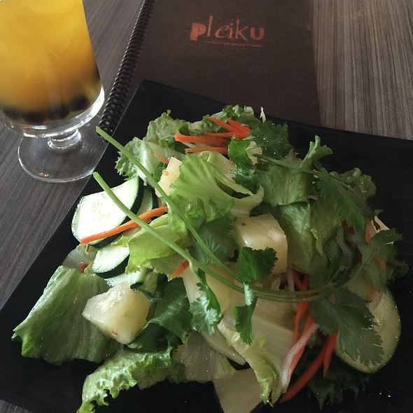 Pineapple Cilantro Salad W/ Chili Lime Vinagrette @ Pleiku