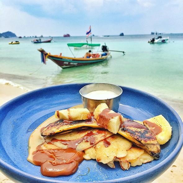 Caramel Banana Pancakes @ Blue Water