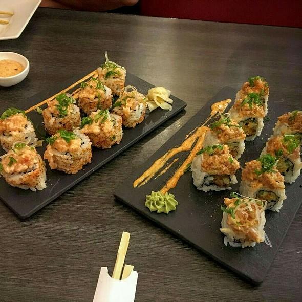 Crispy Salmon And Crispy Tuna Maki @ Zen