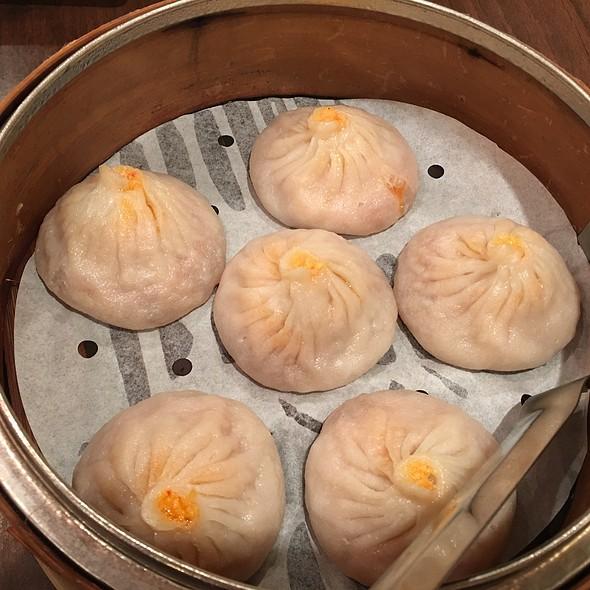 Crab And Pork Soup Dumplings @ Kung Fu Little Steamed Buns Ramen