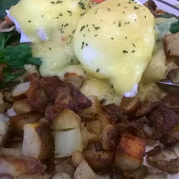 Eggs Benedict @ Blueberry Hill Family Restaurant