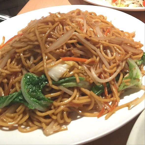 Vegetable Lo Mein @ Hot Eastern
