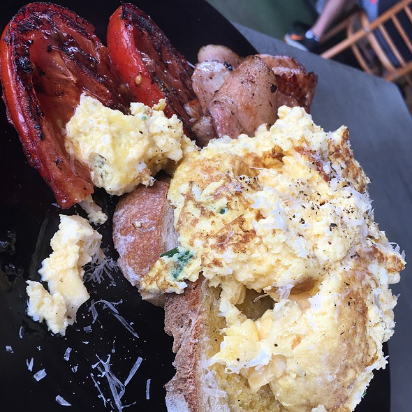 Scrambled Eggs And Bacon @ Piknik