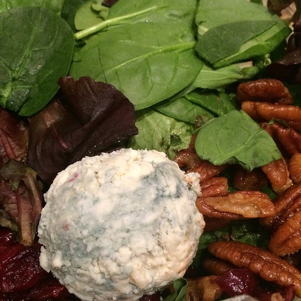 Baby Spinach, Candied Pecan and Blue Cheese Salad