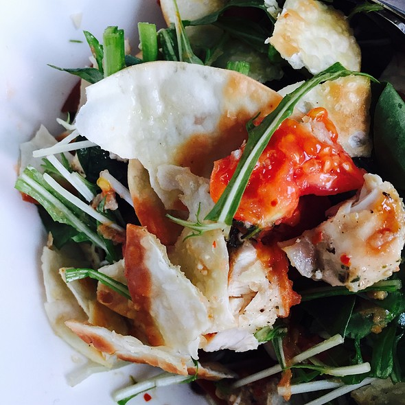 Grilled Garlic Chicken Salad With Grilled Tomatos, Crispy Wanton Chips, Spinach, Mizuna, Italian Dressing