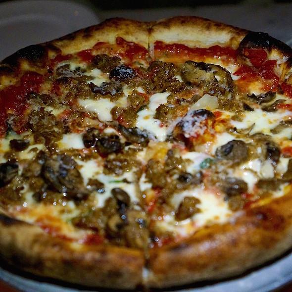 Fennel Sausage Pizza @ Nellcôte