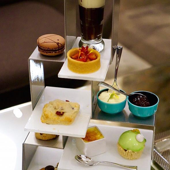 Afternoon Tea @ Radisson Blu Aqua Hotel Chicago