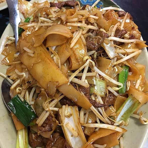 Beef Chow Fun @ Tasty Wok