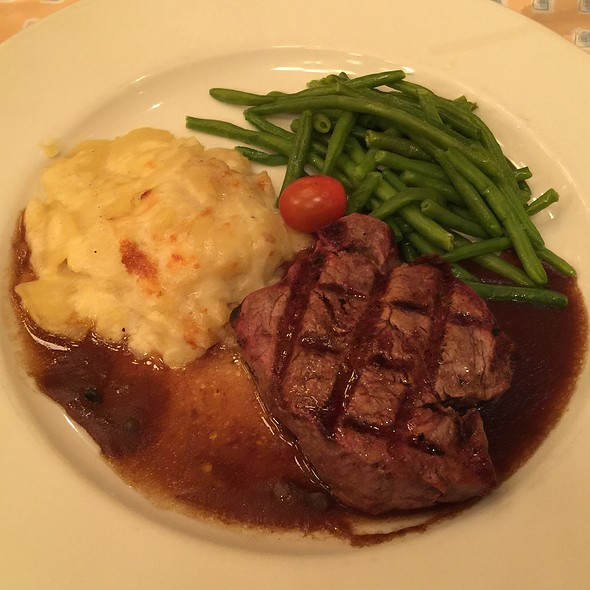 Beef tenderloin @ Les Chefs de France