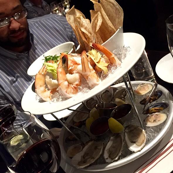 Fresh Seafood Plateau @ Boston Chops