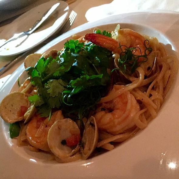 Shrimp & Clams Linguini @ Alan Wong's Restaurant