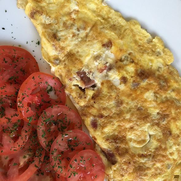 Omelette @ Le Cafe de Paris