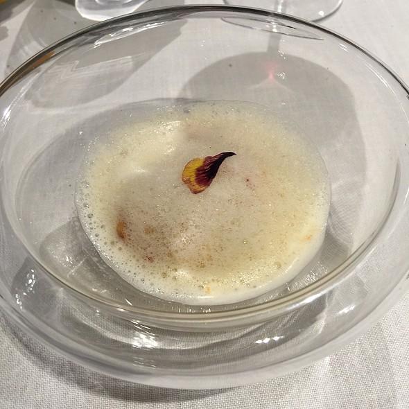 Langostino, Manzana Y Sopa Especiada @ El Bohio