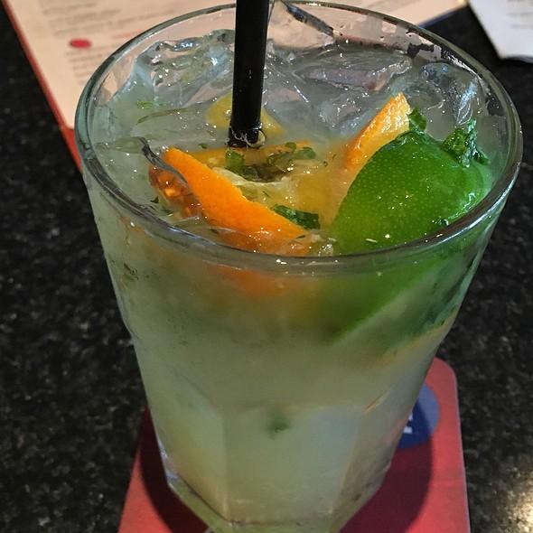 Naranjito  - Sorriso - Bar Celona, Pasadena, CA