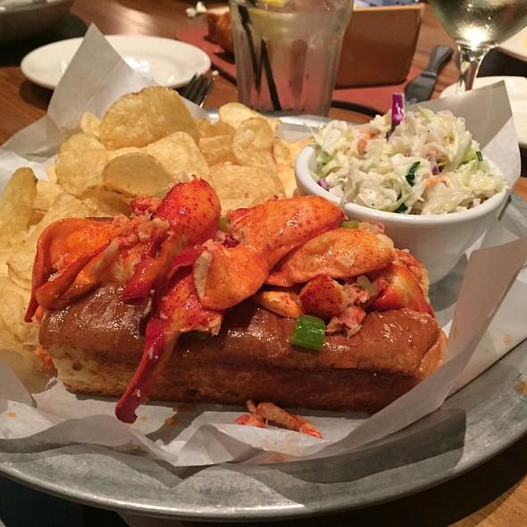 lobster roll @ Sam's Chowder House