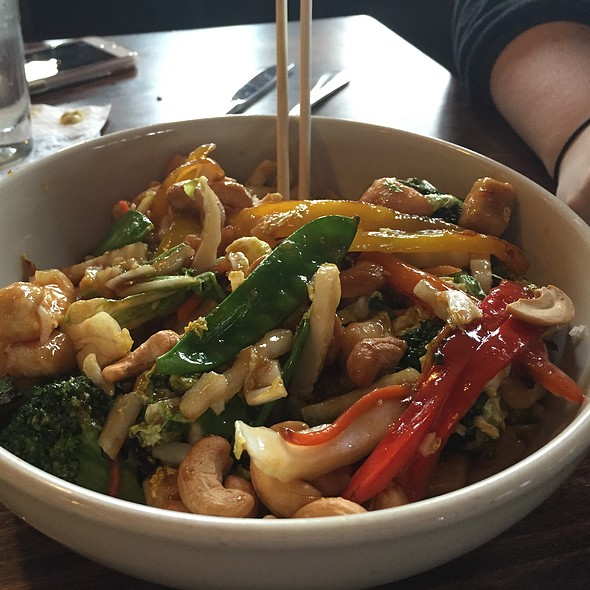 Cashew Chicken Stirfy - The Grill Room at The Kirby House, Grand Haven, MI