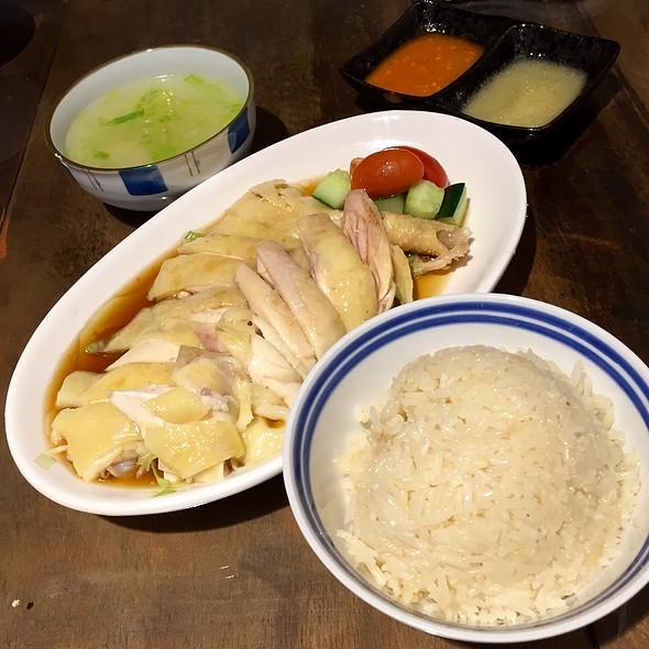 Hainanese Chicken Rice @ Ehhe Art Cafe 中間旁邊