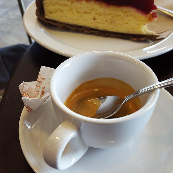 Caffè Espresso e Torta @ Sweet & Coffee
