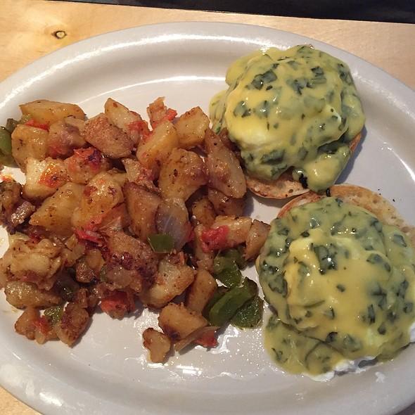 Eggs Benedict @ Pancake Joe's