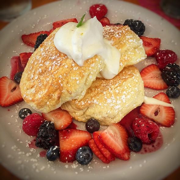 Souffle Pancakes  @ Cream Pot