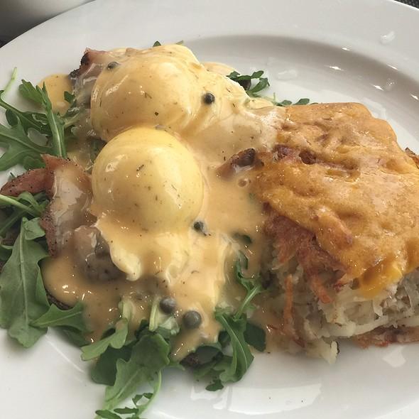 Smoked Salmon Benedict @ Raffles Cafe