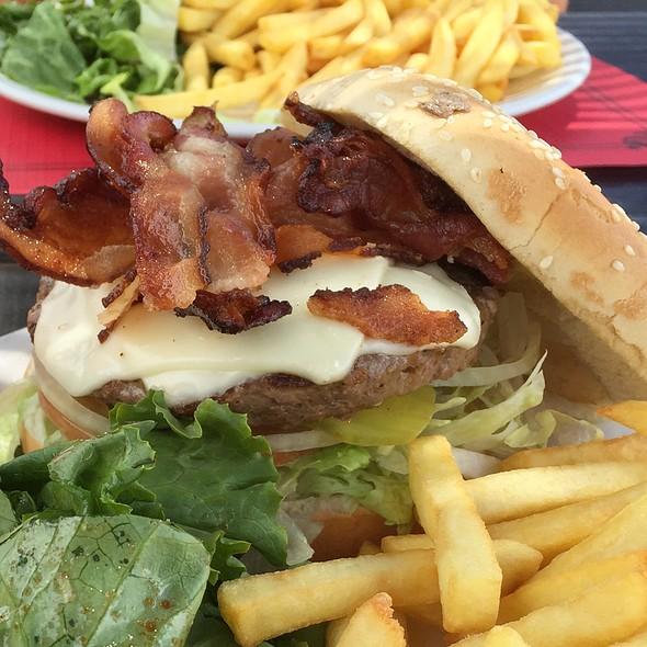 Bacon Cheeseburger @ Friar's Bay Beach Café