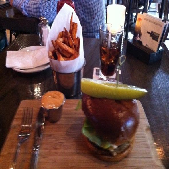Modern Burger @ Lamplighter Pub