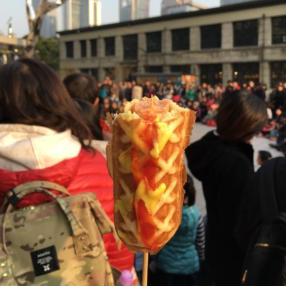 Waffle Wrapped Hotdog @ Taipei
