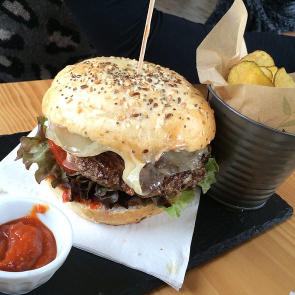 Hamburger Paredão 476 @ Paredão 476