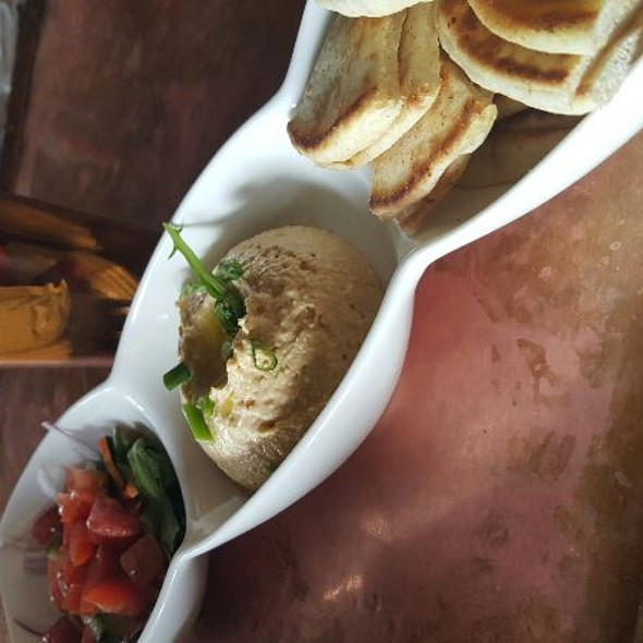 Hummus @ The Avenue Pub