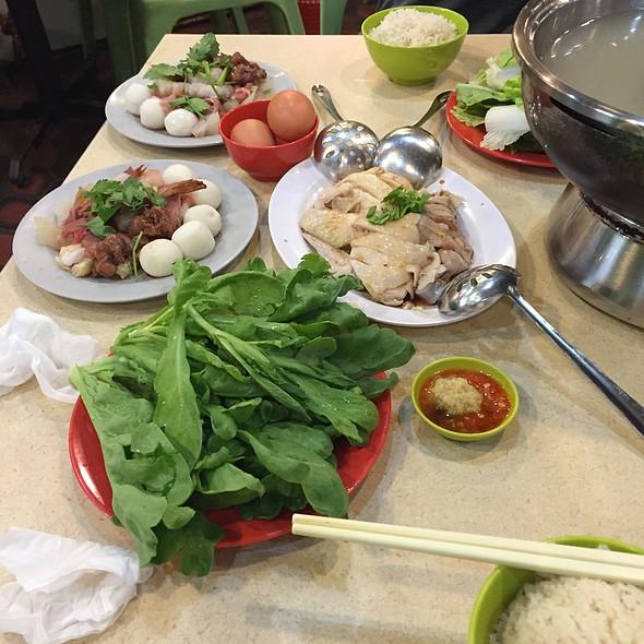 Chicken Rice Steamboat @ Golden Mile Thien Kee Steam-Boat Pte Ltd