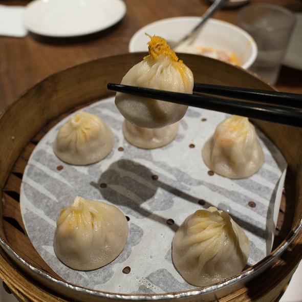 Crab and Pork Xiao Long Bao @ Dinesty Restaurant