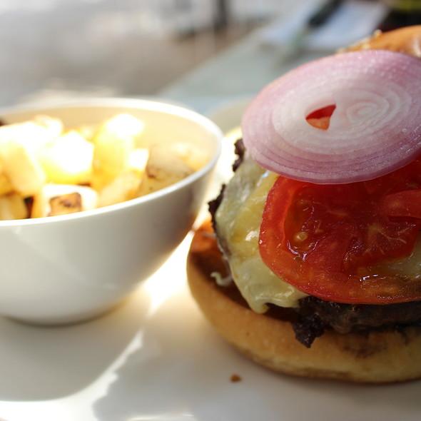 Cheese Burger @ La Mainson Rose