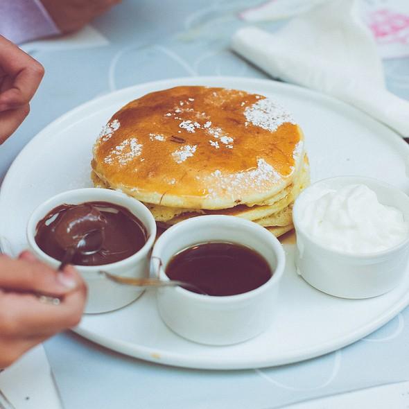 pancakes @ Majestea Tea Room & Shop