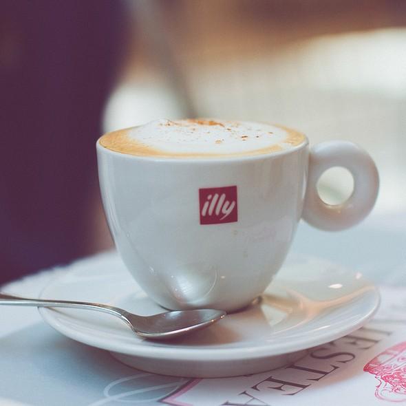 Cappuccino @ Majestea Tea Room & Shop