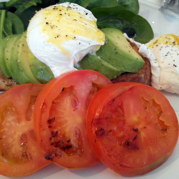 Poached eggs with Avocado @ Cappuccino Grand Cafe Valencia