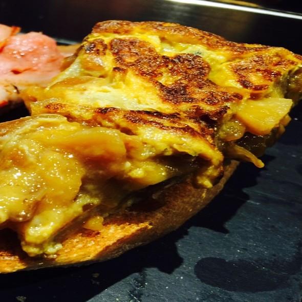 Pinchos De Tortilla Cerbolla Confitada @ La Vinoteca