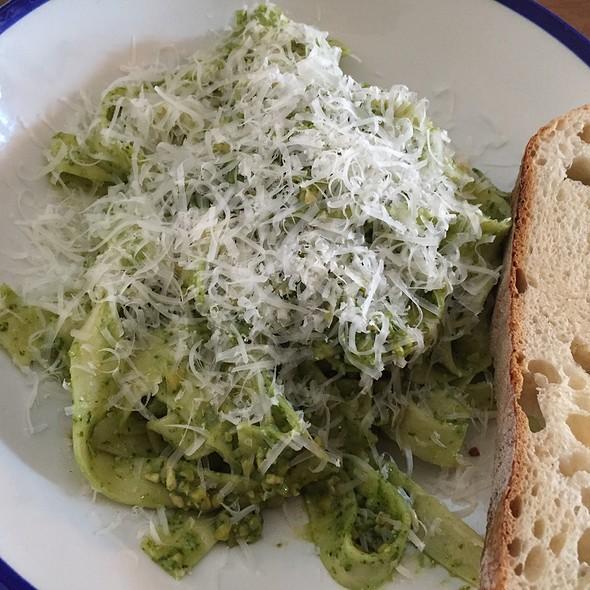 Creamy Pesto Fettucine