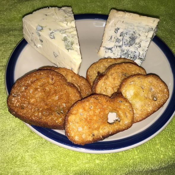 Bleu Cheeses @ Stinky Bklyn