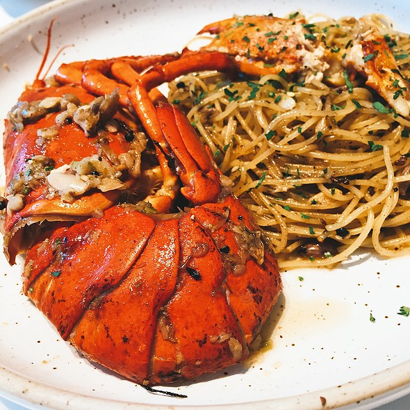 Grilled Canadian Lobster With Spaghetti And Garlic @ Another Hound Cafe (Emporium)